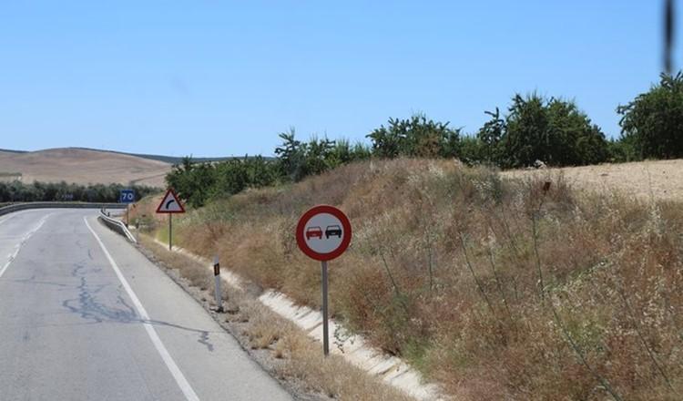 西班牙超车注意.jpg